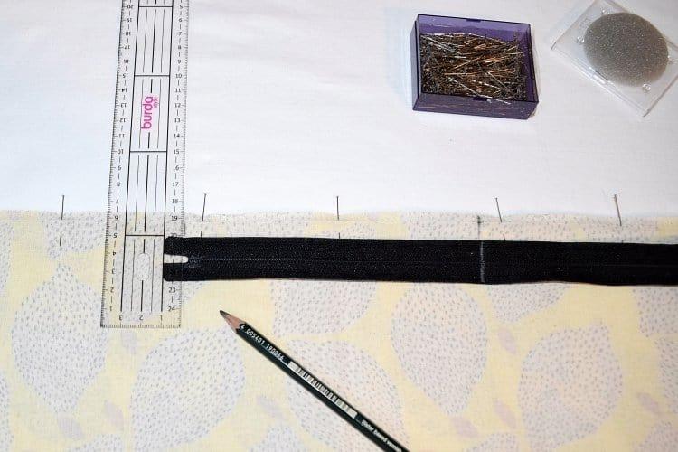 Reissverschlussmarkierung einzeichnen zumn Kissen naehen