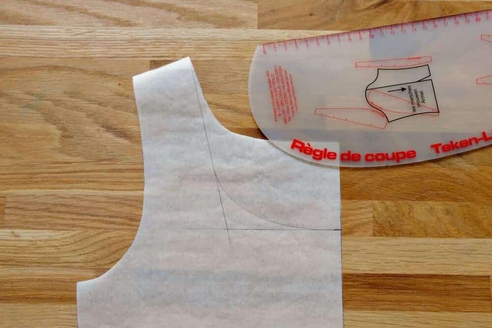 Einfache Anleitung T-Shirt Ausschnitt vergrößern