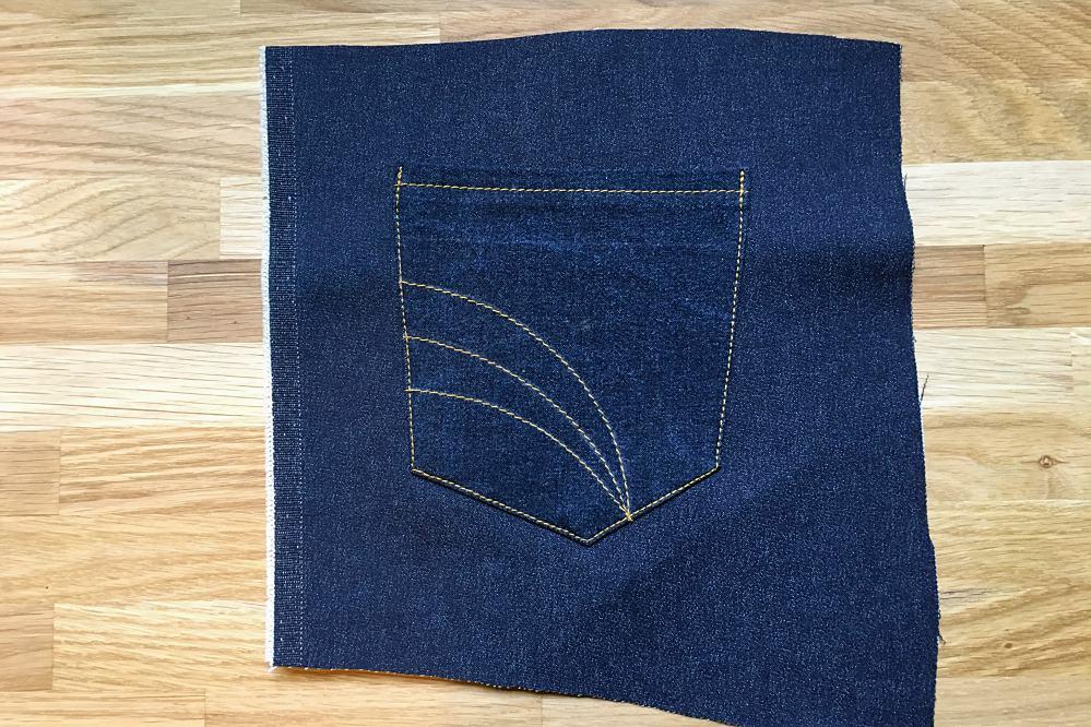 Jeanstasche auf der Hinterhose festnähen.