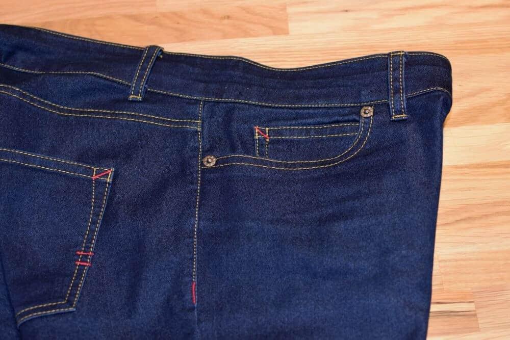 Jeans Nähte von der Seite