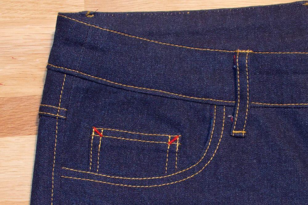 Münztasche einer selber genähten Jeans.