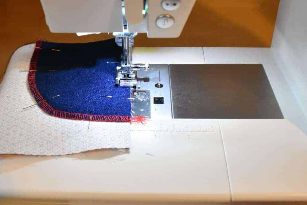 Beleg der Jeanstasche knappkantig absteppen
