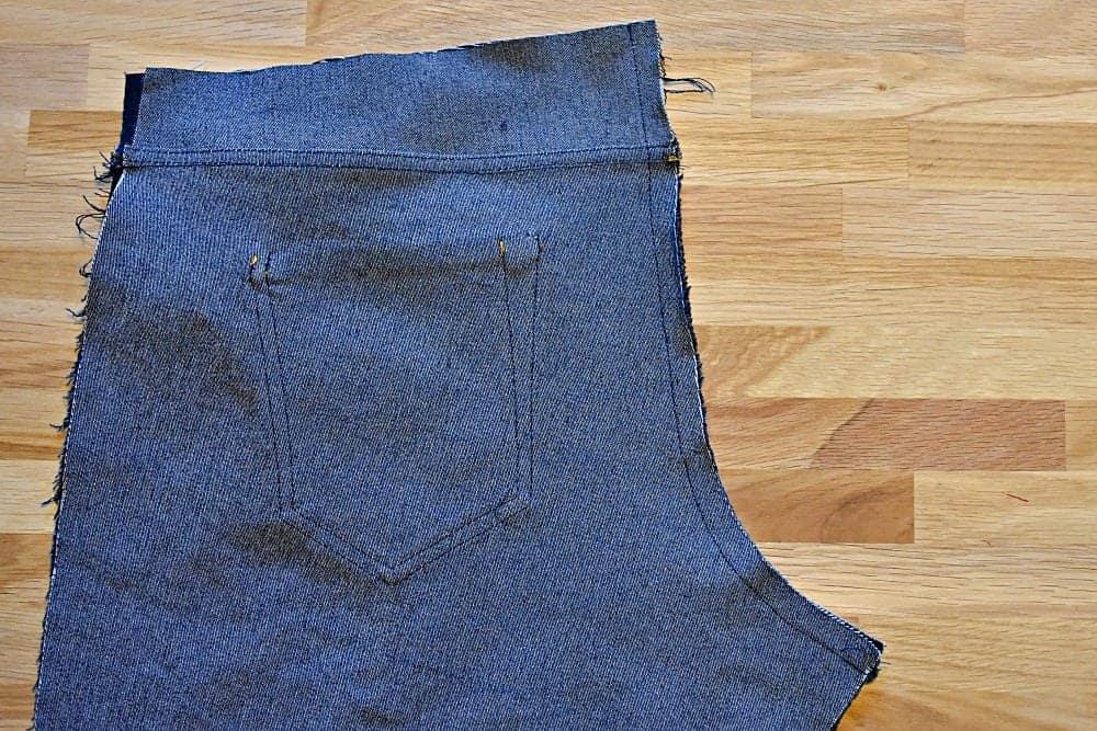 Schrittnaht einer Hose oder Jeans mit der Nähmaschine nähen