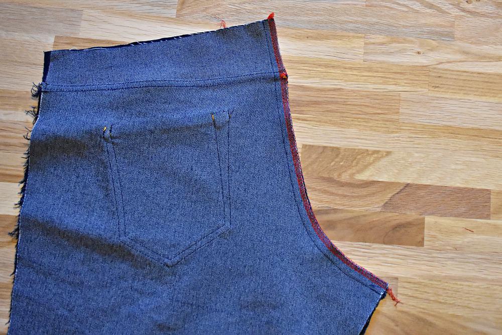 Schrittnaht einer Jeans versäubern mit Overlock oder Nähmaschine