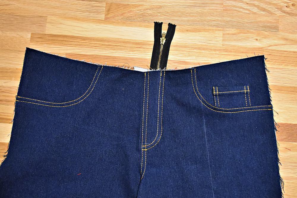 Reissverschluss gesteppt mit Zierstichen und Jeansgarn