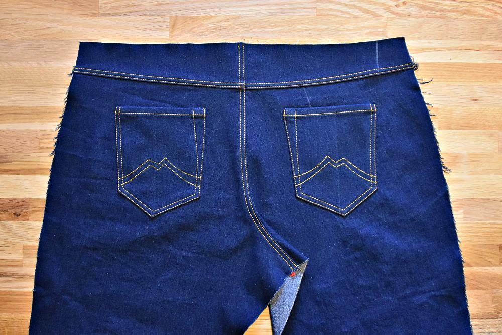 Jeans Ziernaht an der Schrittnaht
