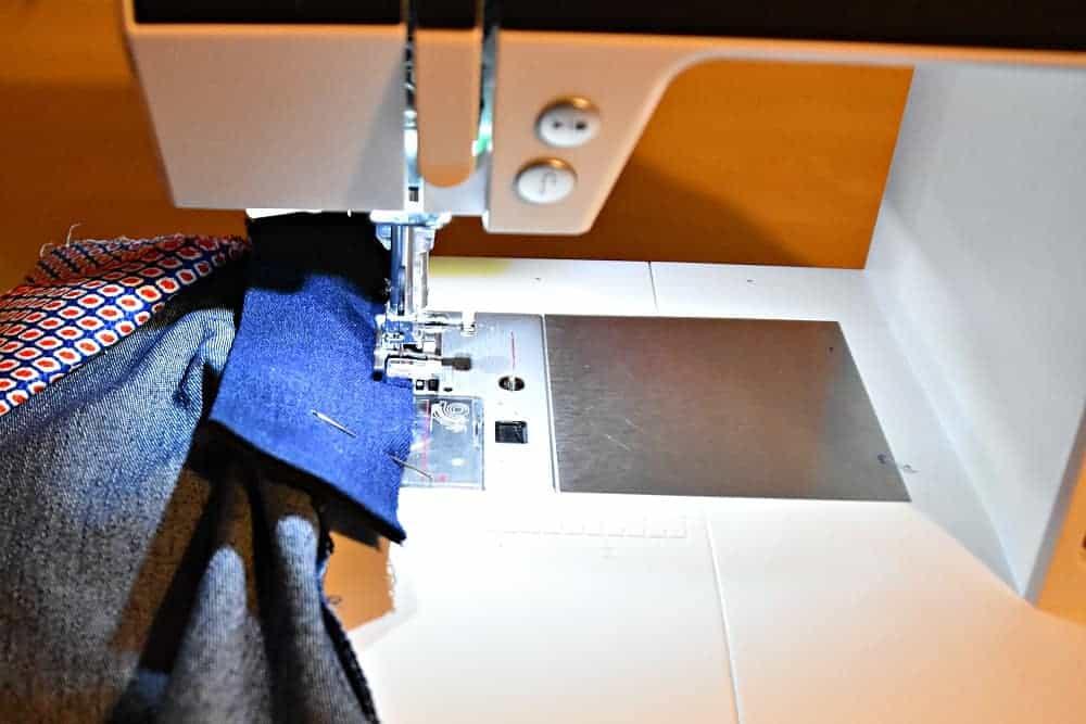 Schlitzuntertritt versäubern und nähen mit Zickzack-Stich der Nähmaschine