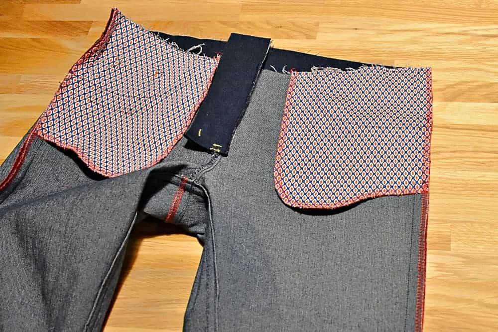 genäht Seitennähte der Jeans von innen