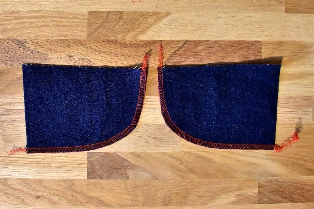 Taschenbeleg der Jeans für die vorderen Taschen versäuberen