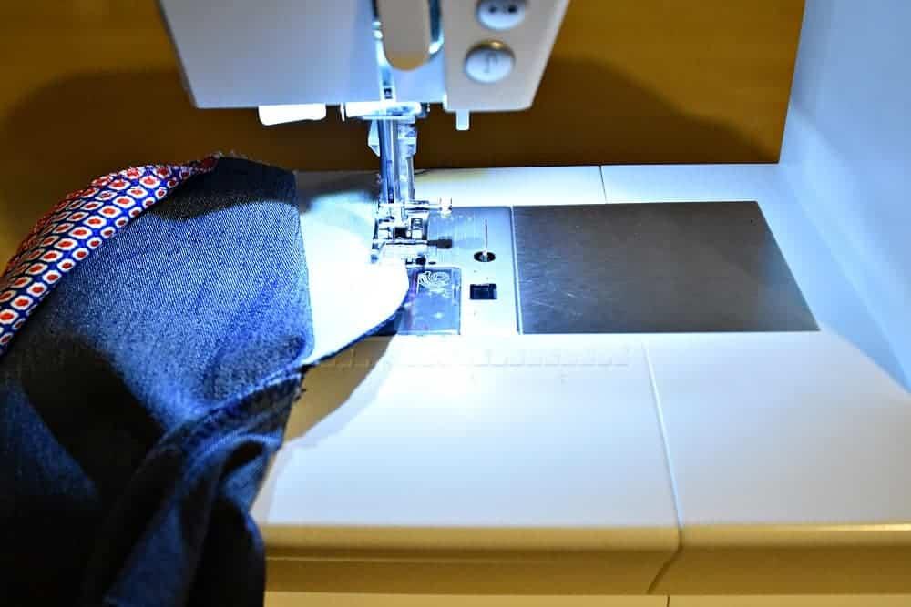 Schlitzbeleg versäubern mit Zickzack der Nähmaschine