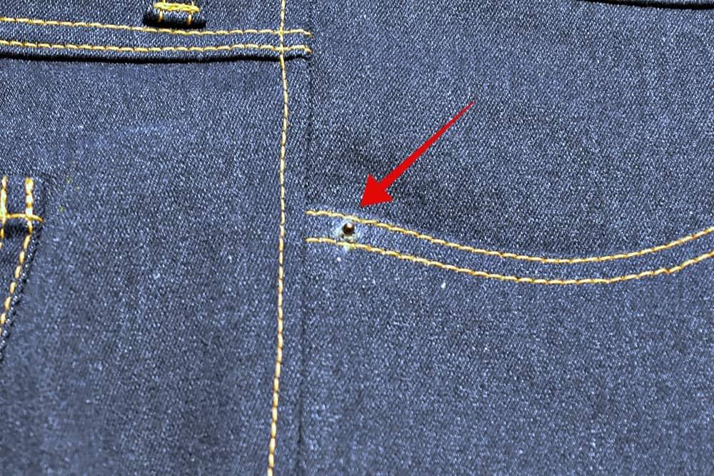 Niete durchstechen Jeans