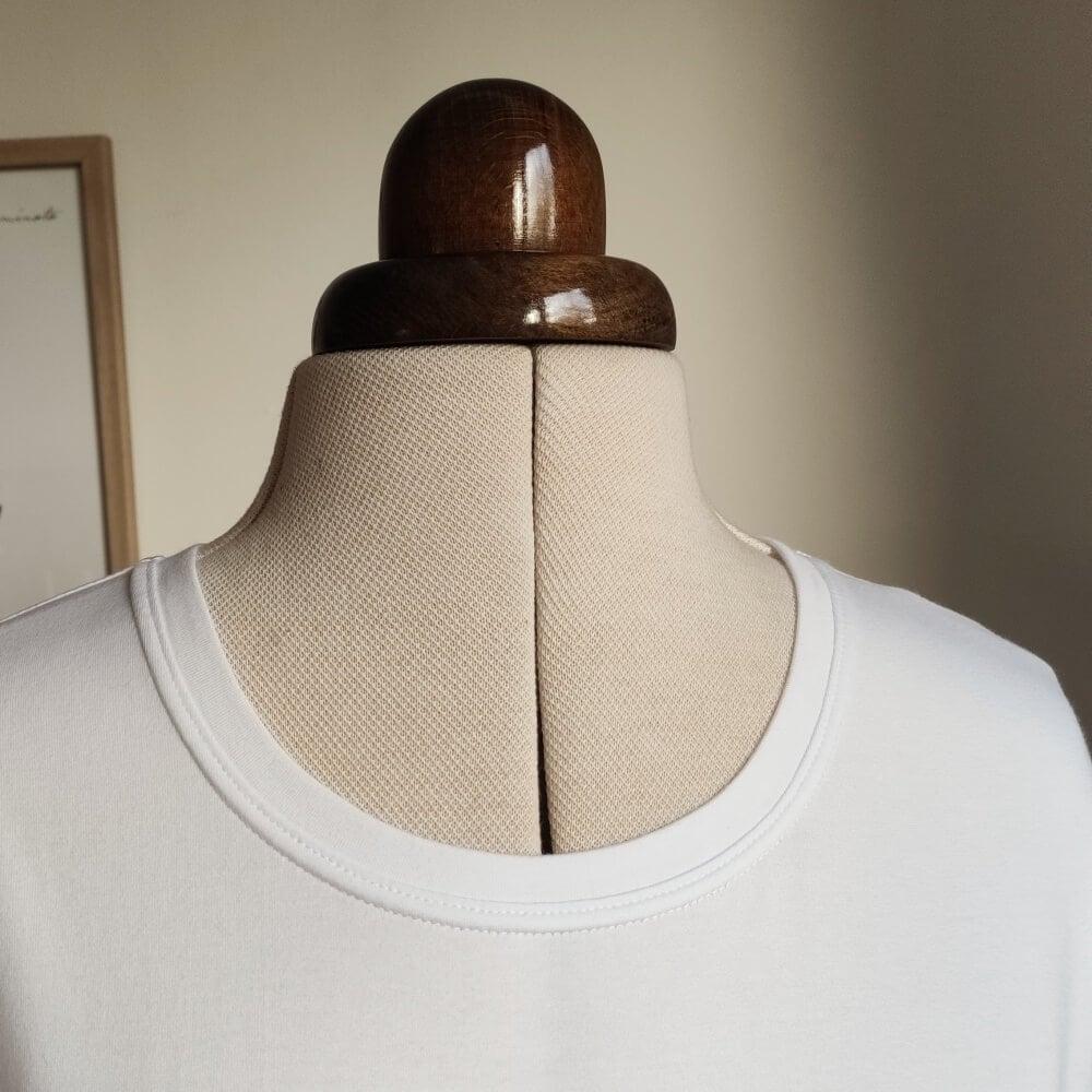 Halsausschnitt gecovert