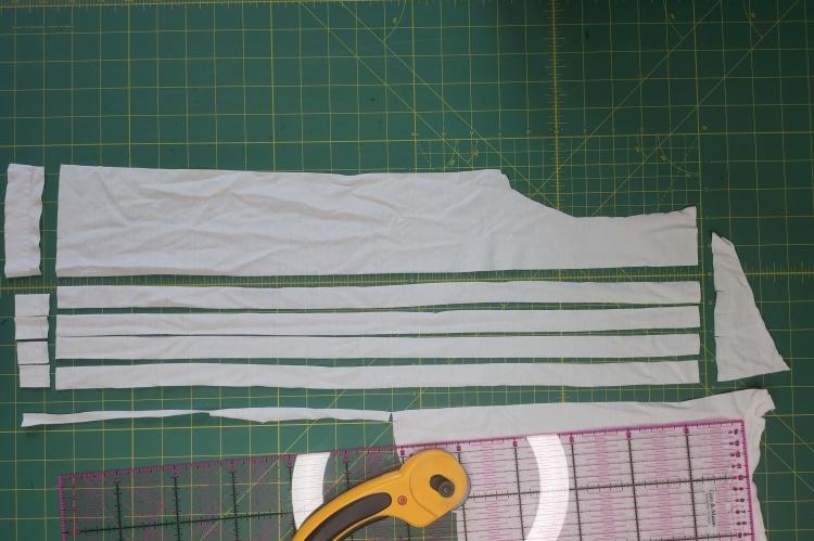 Streifen aus T-Shirt schneiden
