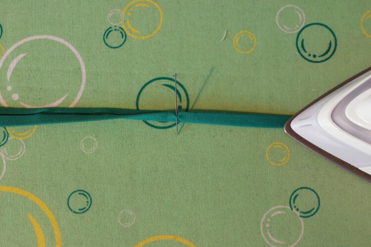Schrägband falten und bügeln