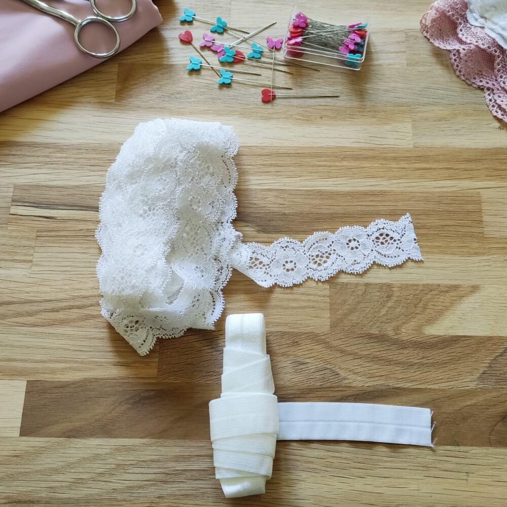 Falzgummi und elastische Spitze fuer Unterwäsche