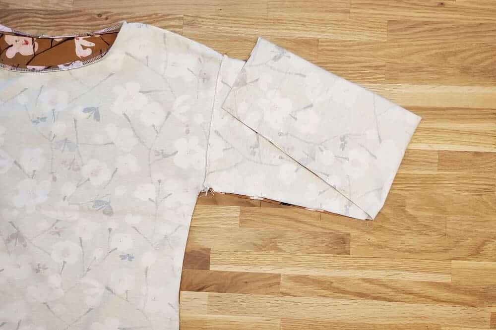 Seitennaehe stecken am T-Shirt
