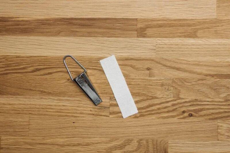 Schrägband  für den Aufhänger zuschneiden