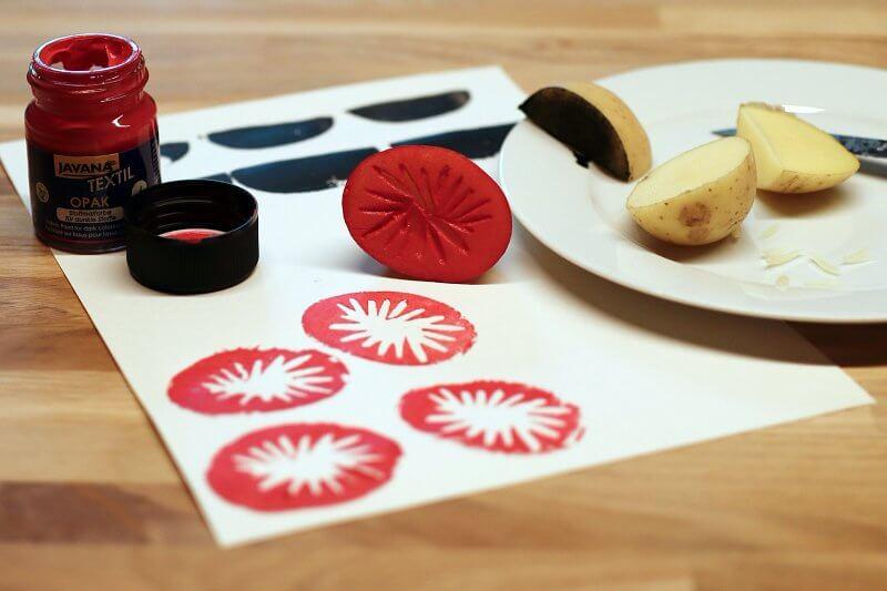Kartoffeldruckmuster mit Linolbesteck gedruckt