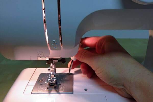 Nähmaschine pflegen - Wie reinige und pflege ich die Nähmaschine