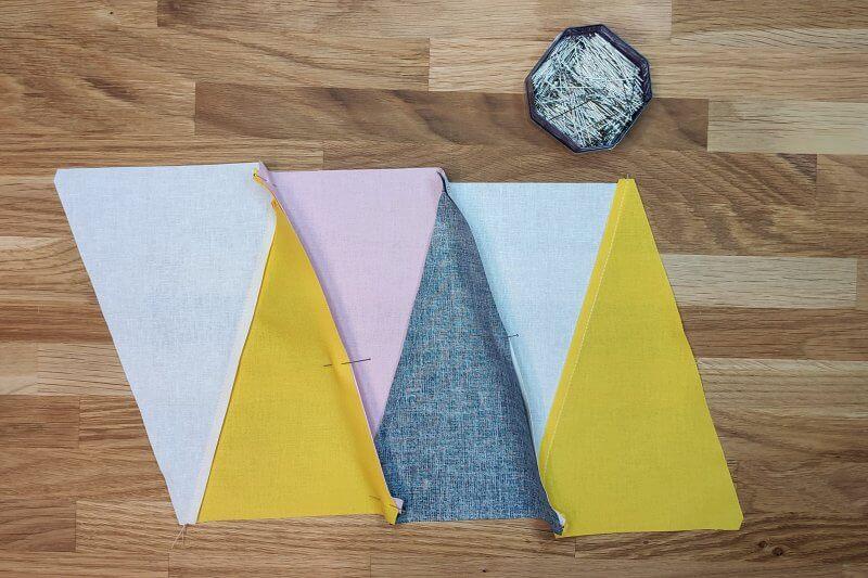 mehrere Dreiecke fuer Quilt stecken