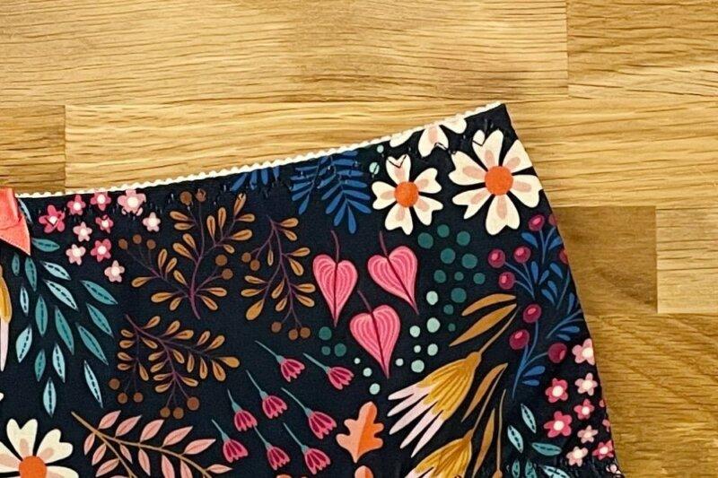 Wäschegummi mit dreifach Zickzack absteppen