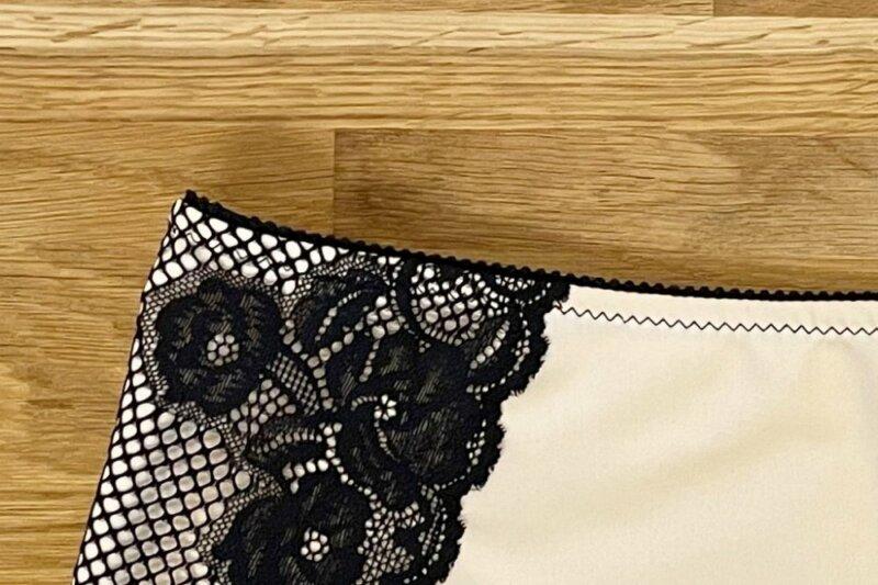 Wäschegummi mit Zickzackstich absteppen