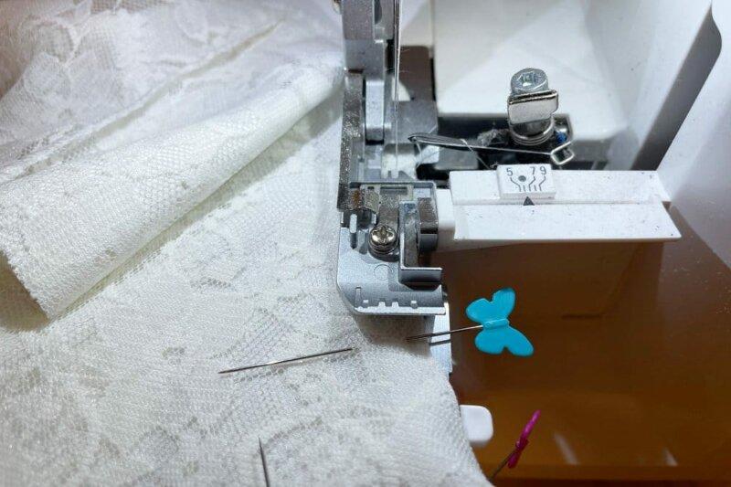 Wäscheset nähen - Nähte mit der Overlock schließen