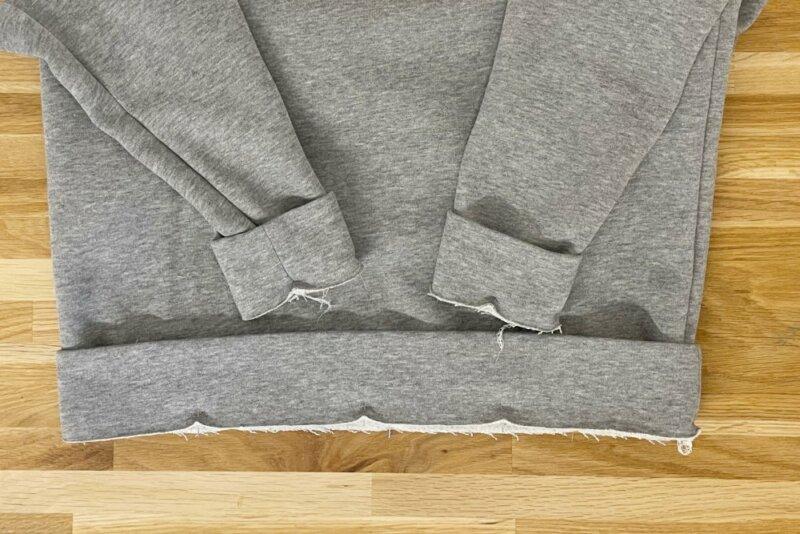 Bündchen an das Sweatshirt stecken und nähen